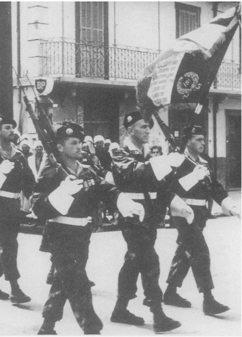 Constantine 11 novembre 1956.  Le Drapeau et sa garde d'honneur.  Sergent-Chef CUQ-LTN  BRANA X