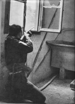 24 Mars 1962 ---- La Bataille de Bab el Oued ---- un tireur de l'OAS