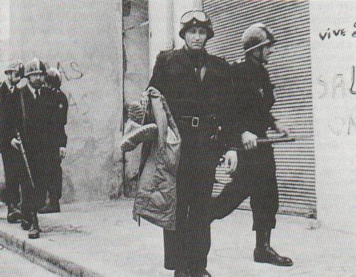 1962 - ALGER - Les CRS perquisitionnent