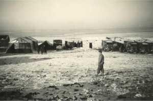 Campement des tirailleurs sur les hauts plateaux sahariens, en soutien du PC du colonel.  Photo J. C Serer