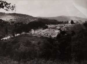 Photo du Camp des Zarifet. Vue des hauteurs du piton