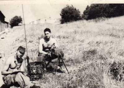 Deux radios au camp de Caylus en 1961