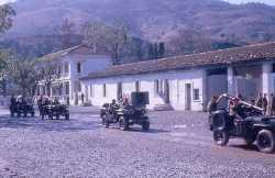 Jeeps Hotchkiss et canons de 75 SR
