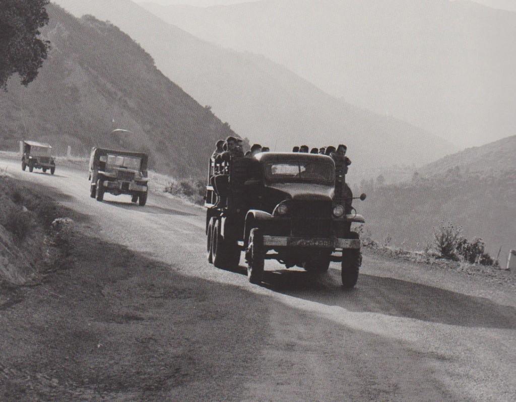 sur une route de Kabylie