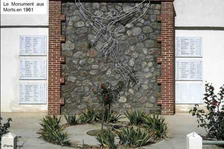 BOUFARIK Le Monument aux Morts de la Base en 1961