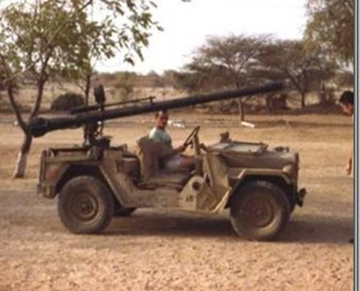 Canon sans recul sur une jeep