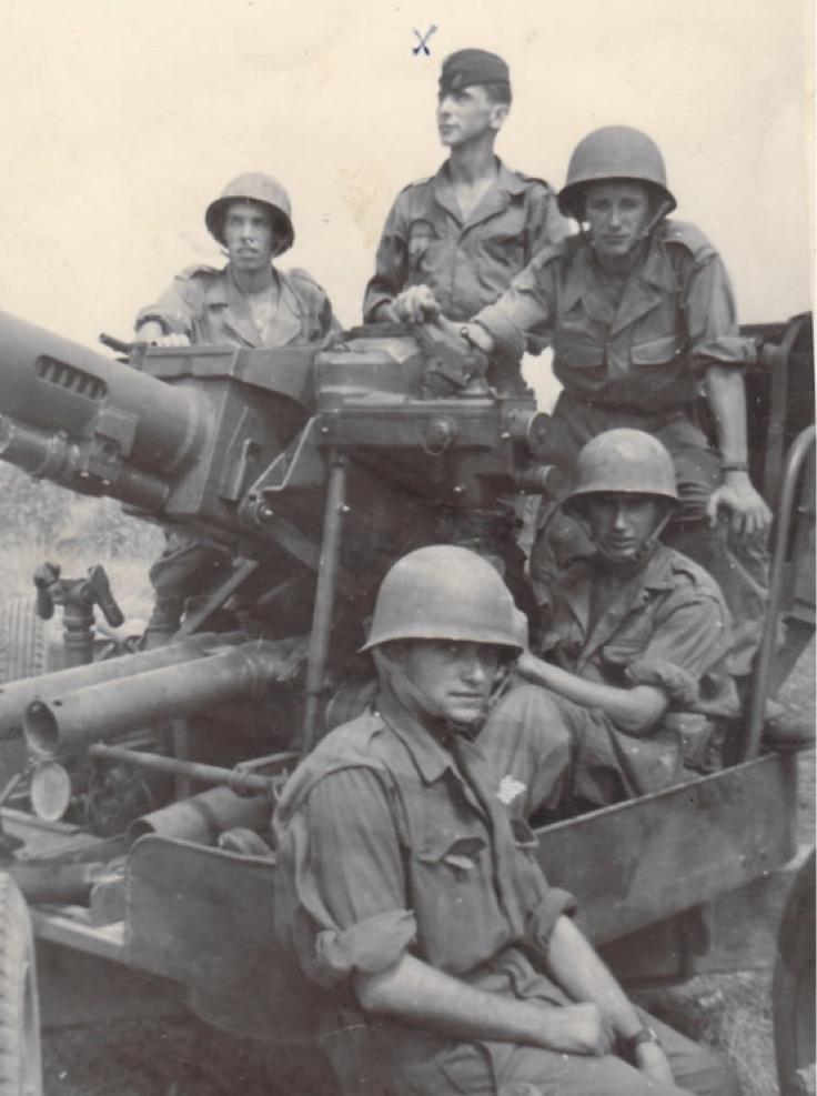 Artilleurs sur un canon de 40 mm