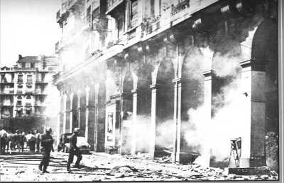 ALGER - 1957 bombe dans une station d'essence