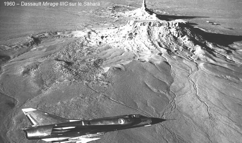 """un """"Mirage III-C"""" survole  le Sahara en 1960"""