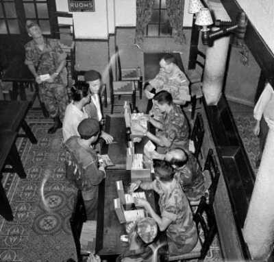 La Bataille d'Alger le 3e RPC confronte les suspects avec le fichier de la DST
