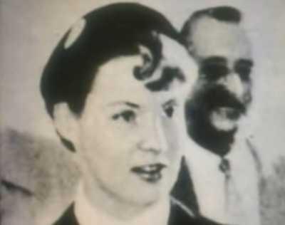 Michelle LAMBERT L' Hotesse de l'Air de l'avion