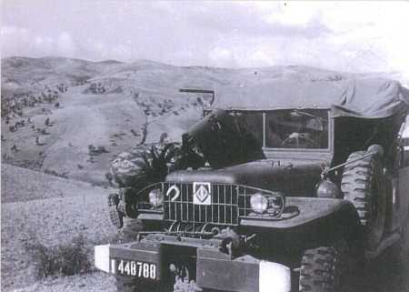 Un dodge du Bataillon  en panne au col de Ras-El-Akba  sur la route de Guelma en 1960