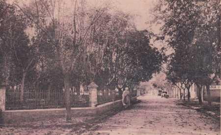 BERNELLE - La rue Principale et le square