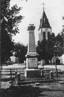 BIRTOUTA L'Eglise et le Monument aux Morts