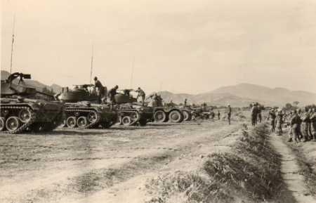 ROVIGO -1960  Tir au canon au Camp du Lido 3 avec des M24
