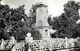 CAMP DU MARECHAL - Le Monument aux Morts