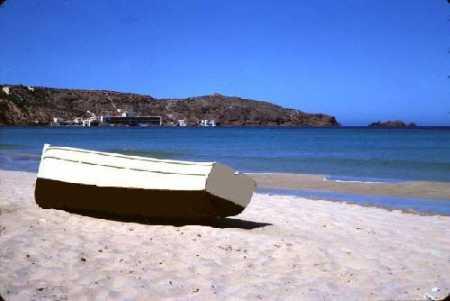 CAP FALCON Une barque sur la plage