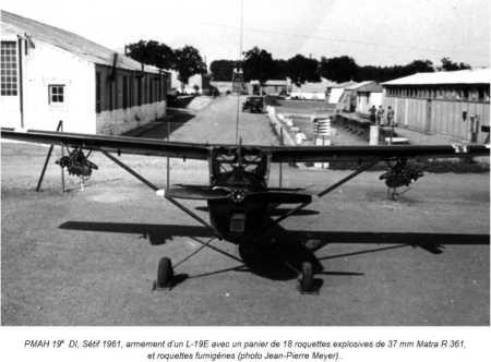 Armement d'un L-19E Roquettes explosives de 37 mmm