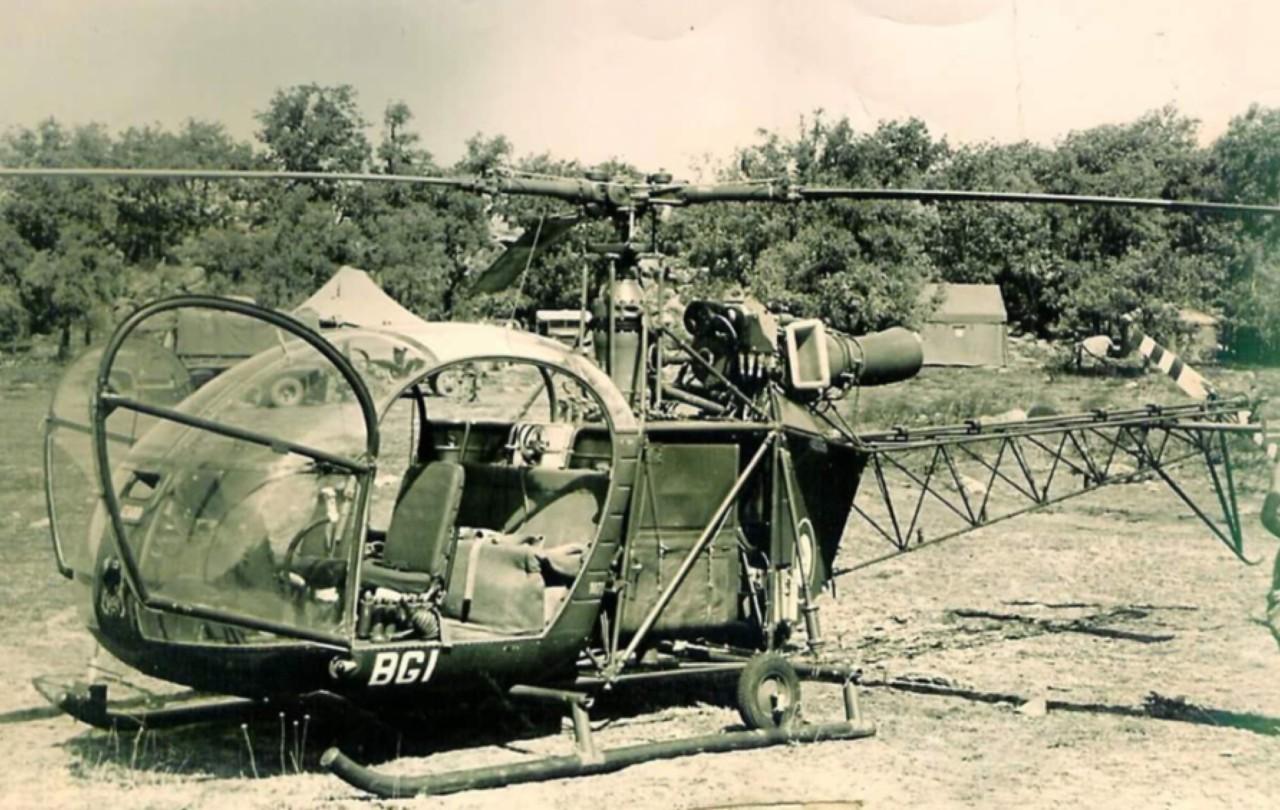 Alouette II Servant de PC volant  au colonel BUCHOUD chef de corps.  Photo de Jean Pierre Grimaud
