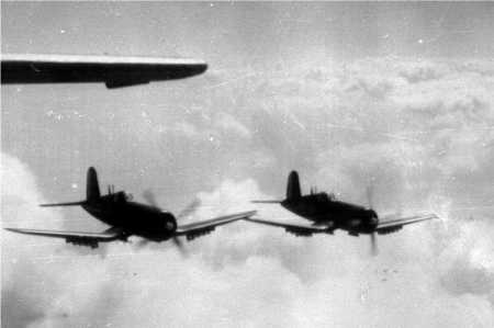 Deux Corsair en vol