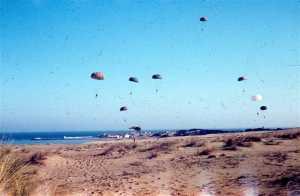 Le CPA 20 saute sur la plage de Courbet en juin 1961