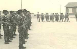 Commandos au cours d'une prise d'armes. Photo de Y SON NIE