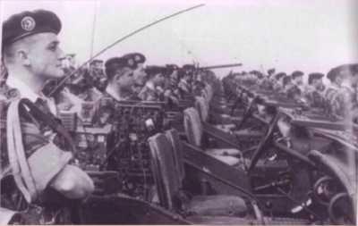 CA lors d' une prise d'armes le 11 novembre 1957.  Au 1er plan, l'adjudant PICHON