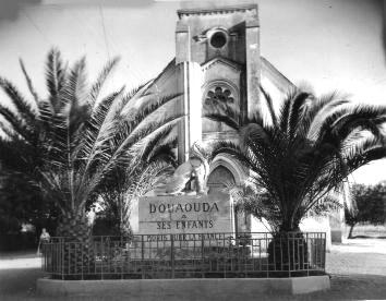 DOUAOUDA - Le Monument aux Morts