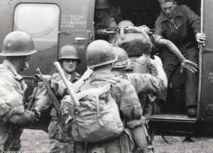 Embarquement soldats du Cdo TAXY dans un H21.  Photo de Florence de Lapersonne