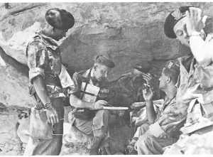 Fusilliers Marins Commando JAUBERT et colonel ROUMIANTZOFF,  commandant le secteur d'Aflou, en 1959.