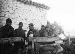 Hommes du commando sur le terrain