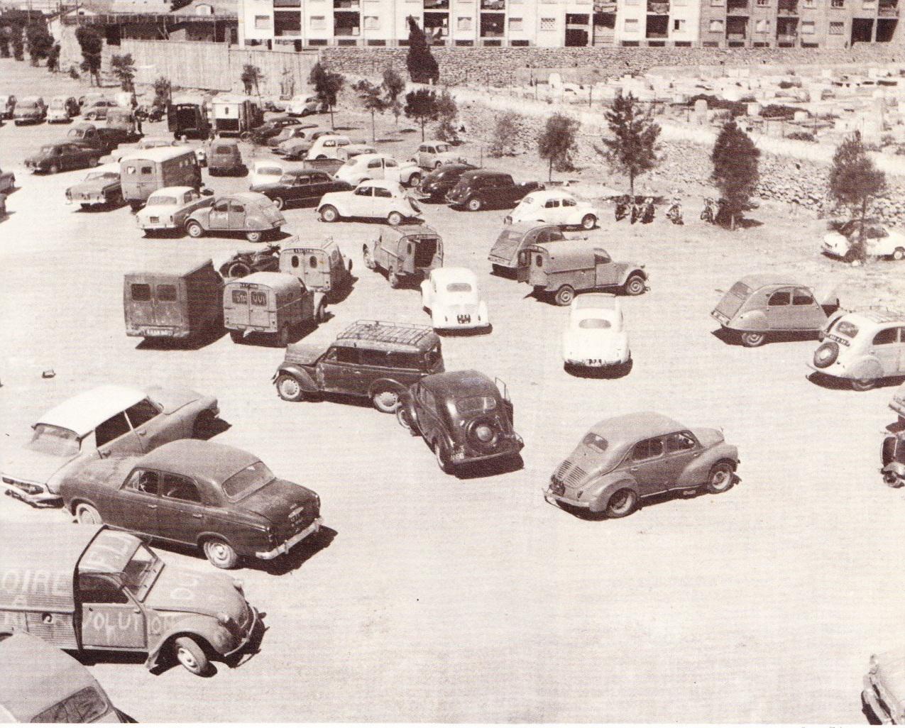Images de tenes juin 1962 voitures abandonn es par les pieds noirs