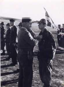 Remise de le VM (Croix de la Valeur Militaire)  au SLt Yannick LALLEMAND
