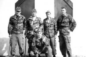A gauche sergent Pierre BAUME Photo P. Baume