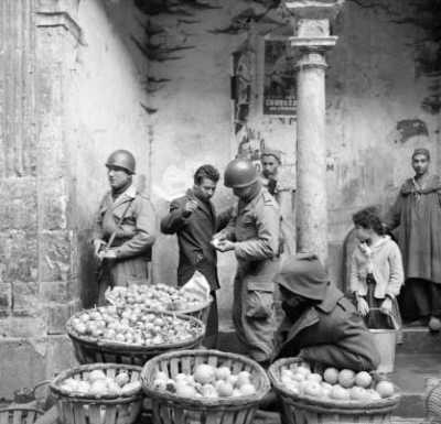 patrouille de surveillance dans la Casbah d'Alger