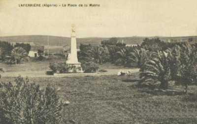 LAFERRIERE - La Place de la Mairie