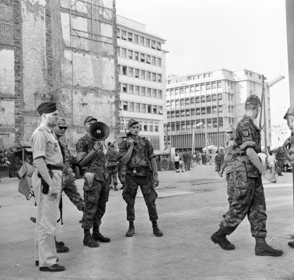 Alger le 29 juillet 1957 le 3e RPC - Place du Gouvernement Square Bresson au bas de la Casbah