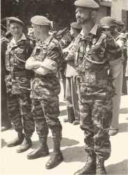 A gauche le commandant MORIN