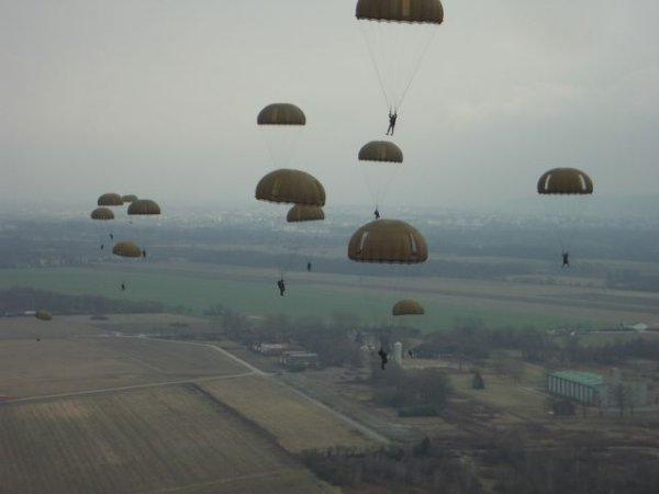 largage de parachutistes
