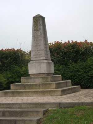 MENERVILLE - LE MONUMENT AUX MORTS