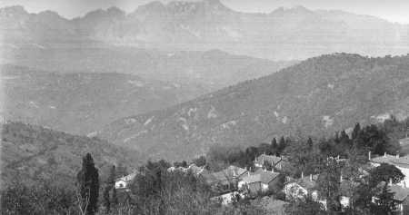 MICHELET  Le village et au fond le Djurdjura