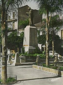 MAISON CARREE Le monument aux Morts
