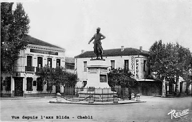 BOUFARIK La statue du Sergent BLANDAN