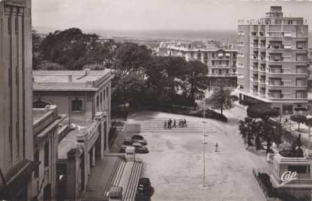 MOSTAGANEM - Place de l'Holtel de Ville