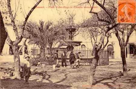 NEMOURS - Place Victor-Hugo et la Fontaine