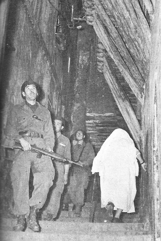 Patrouille de Zouaves dans la Casbah