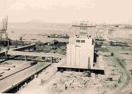 ORAN - Le Port et les Silos