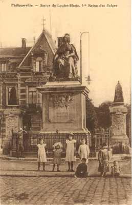 PHILIPPEVILLE Statue de MARIE-LOUISE  Reine des Belges