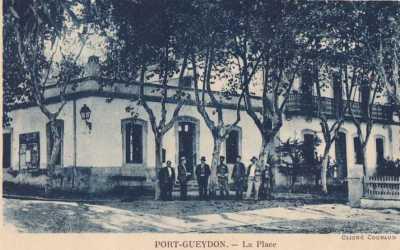 PORT-GUEYDON - La Place du village