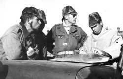 Officiers du 9/1er RTA en 1961  A gauche sous lieutenant VINCHES et au centre capitaine de BROCA
